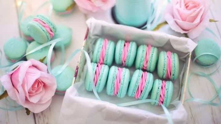 macaron gourmand pour une gender reveal party